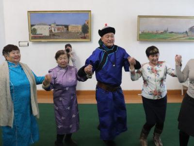 Презентация временной выставки «Бурятский костюм: Традиции и современность» прошла в стенах Кяхтинского краеведческого музея