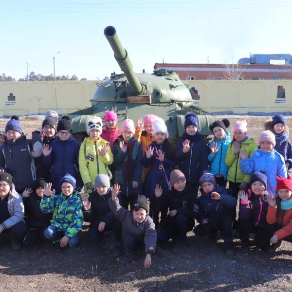 Акция «Армия России» прошла в сотрудничестве Кяхтинского краеведческого музея и 37-ой отдельной гвардейской мотострелковой бригады.