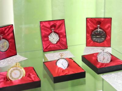 В Кяхтинском краеведческом музее совместно с Ангарским музеем часов прошла презентация выставки «Остановись мгновенье».