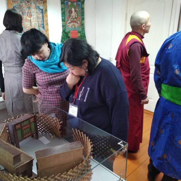 В Улан-Удэ открылась выставка предметов духовной и материальной культуры бурят из фондов Кяхтинского краеведческого музея.